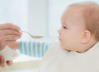 первый прикорм с ложечки при грудном питании
