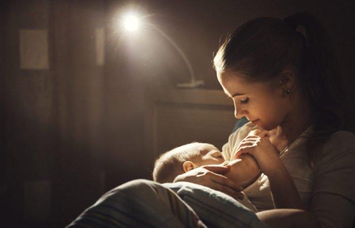 Как легче маме отучить ребенка от ночного кормления