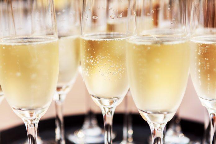 shampanskoe-pri-grudnom-vskarmlivanii