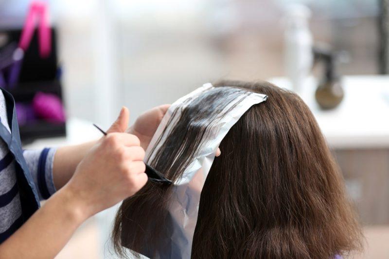 Можно ли красить волосы во время лактации