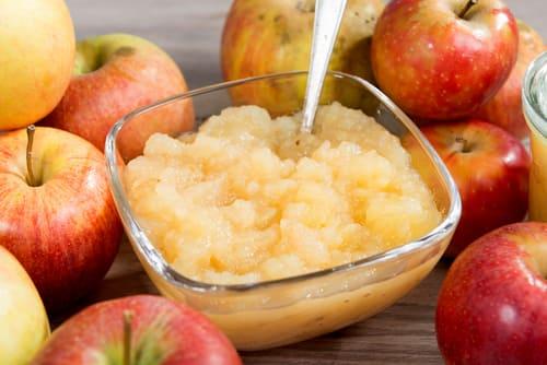 Когда и как давать ребенку яблочное пюре