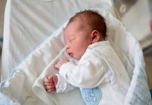 Когда проходят колики у новорожденных